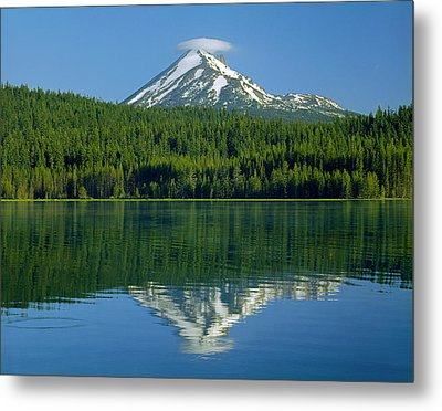 1m5705-h-mt. Mcloughlin From Lake Of The Woods Metal Print