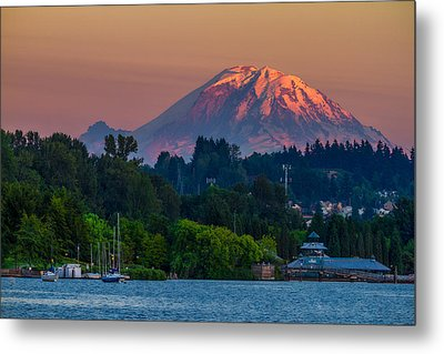 Mt Rainier Sunset At The Lake  Metal Print