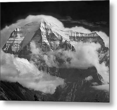 102496-mt. Robson Wreathed In Clouds Metal Print
