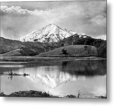 Mt. Tamalpais In Snow Metal Print by Underwood Archives