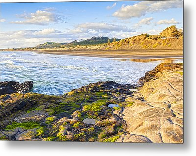 Muriwai Beach Auckland New Zealand Metal Print by Colin and Linda McKie