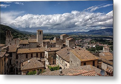 Metal Print featuring the photograph Narni Roof Tops by Uri Baruch