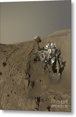 Nasas Curiosity Mars Rover On Planet Metal Print by Stocktrek Images