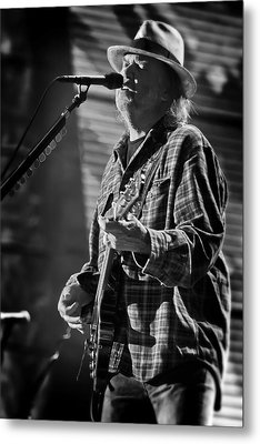 Neil Young Singing And Playing Guitar In Black And White Metal Print