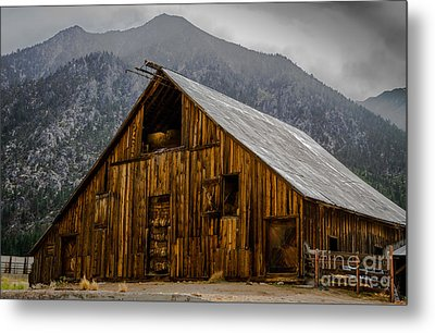 Nevada Barn Metal Print by Mitch Shindelbower