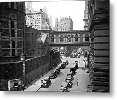 New York City Bridge Of Sighs Metal Print by Underwood Archives