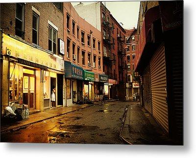 New York City - Rainy Afternoon - Doyers Street Metal Print