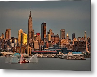 New York City Sundown On The 4th Metal Print by Susan Candelario
