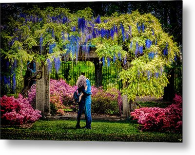 Metal Print featuring the photograph New York Lovers In Springtime by Chris Lord