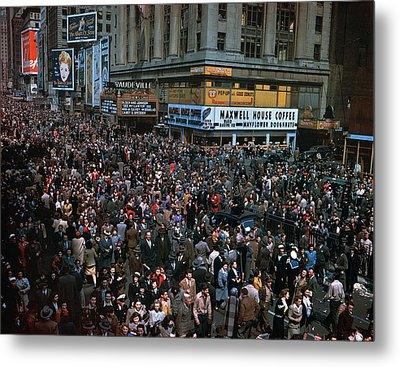 New York: V-e Day, 1945 Metal Print by Granger