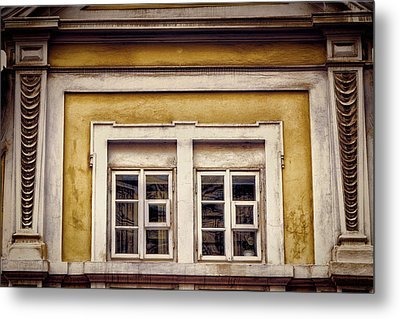 Nitty Gritty Window Metal Print by Joan Carroll