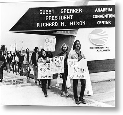 Nixon Protest In Anaheim Metal Print by Underwood Archives