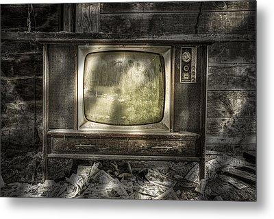 No One's Watching - Vintage Television In An Old Barn Metal Print by Gary Heller