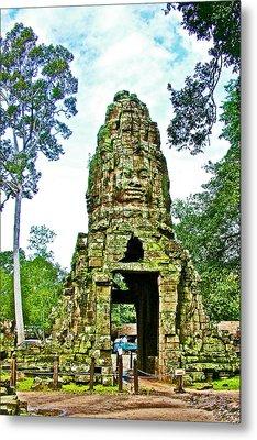North Gate Of Angkor Thom In Angkor Wat In Angkor Wat Archeological Park Near Siem Reap-cambodia Metal Print by Ruth Hager