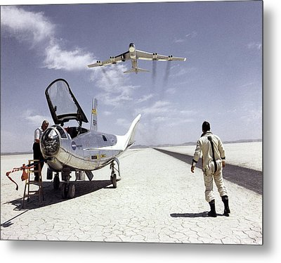 Northrop Hl-10 And B-52 Aircraft Metal Print by Nasa