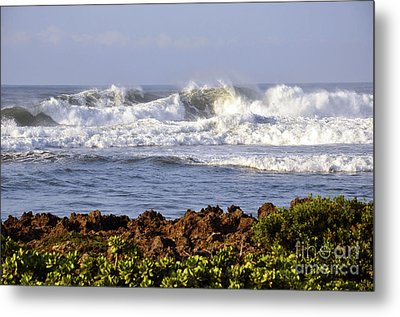 Metal Print featuring the photograph Northshore Surf by Gina Savage
