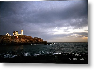 Nubble Christmas Metal Print by Skip Willits