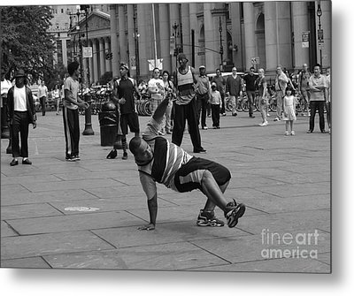 Metal Print featuring the photograph Ny City Street Performer by Angela DeFrias