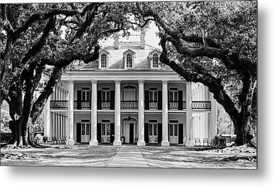 Metal Print featuring the photograph Oak Alley Mansion Black And White by Photography  By Sai