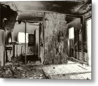 Abandoned Farm House Metal Print by Gilbert Artiaga