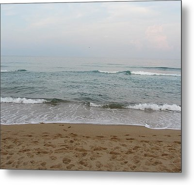 Metal Print featuring the photograph Ocean At Buxton Nc by Cathy Lindsey