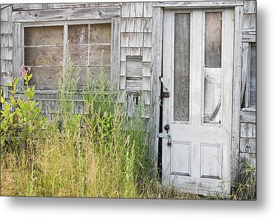 Old Abandoned Building In Maine Metal Print