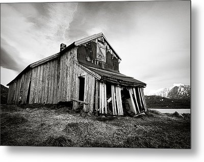 Old Barn Metal Print by Dave Bowman