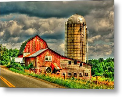 Metal Print featuring the photograph Old Barn by Ed Roberts
