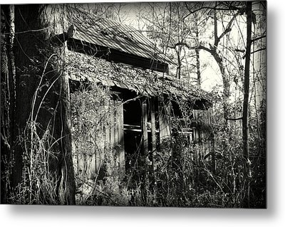 Old Barn In Black And White Metal Print