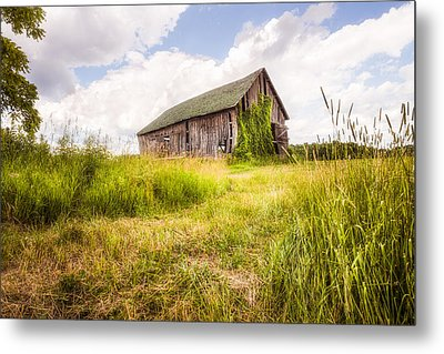 Old Barn In Ontario County - New York State Metal Print by Gary Heller