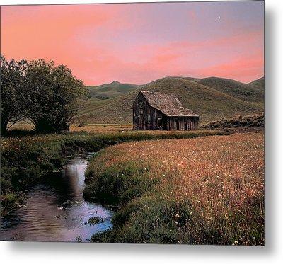 Old Barn In The Pioneer Mountains Metal Print by Leland D Howard