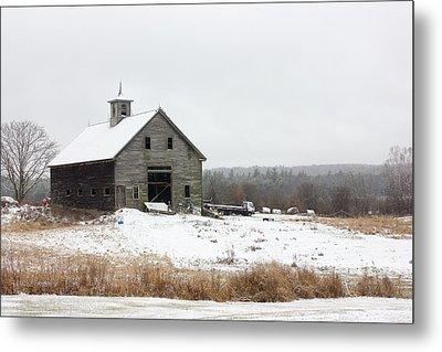 Old Barn In The Snow Metal Print by Benjamin Williamson