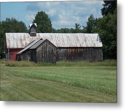 Old Barn In Vermont Metal Print by Catherine Gagne