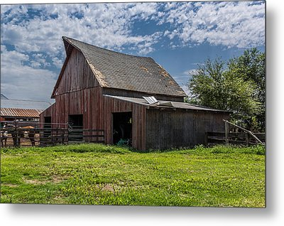 Metal Print featuring the photograph Old Barn by Jay Stockhaus