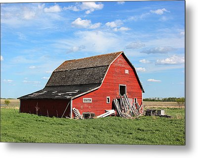 Metal Print featuring the photograph Old Barn by Ryan Crouse