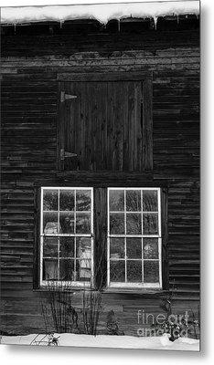 Old Barn Windows Metal Print by Edward Fielding