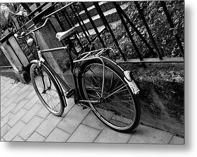 Old Bicycle Metal Print by Frederico Borges
