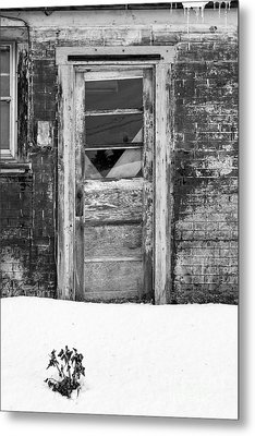 Old Door Winchester Nh Metal Print by Edward Fielding