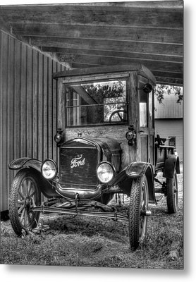 Metal Print featuring the photograph Old Ford by Dawn Currie