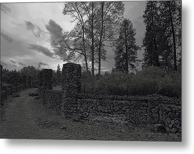 Old Liberty Park Ruins In Spokane Washington Metal Print by Daniel Hagerman