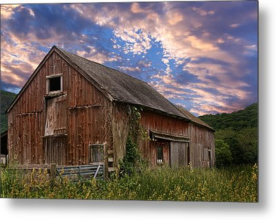 Old New England Barn Metal Print by Bill Wakeley
