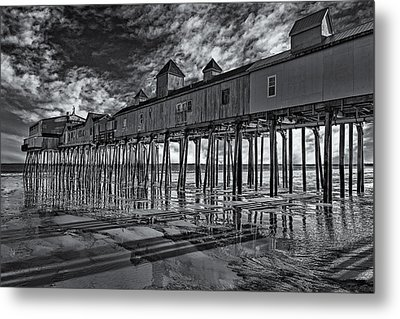 Old Orchard Beach Pier Bw Metal Print by Susan Candelario