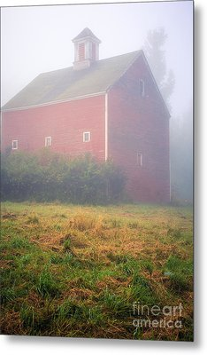 Old Red Barn In Fog Metal Print by Edward Fielding