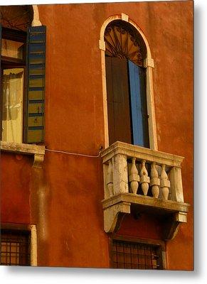 Venetian Old Sienna Walls  Metal Print by Connie Handscomb