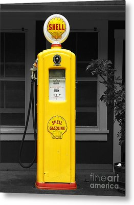 Old Time Gas Pump Metal Print by David Lawson