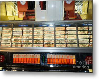 Old Vintage Jukebox Dsc2758 Metal Print by Wingsdomain Art and Photography