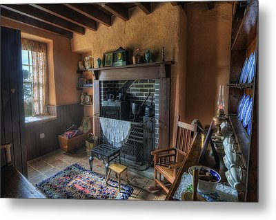 Olde Cottage Metal Print by Ian Mitchell