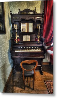 Olde Piano Metal Print by Ian Mitchell