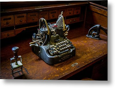 Oliver Typewriter Metal Print by Chuck De La Rosa