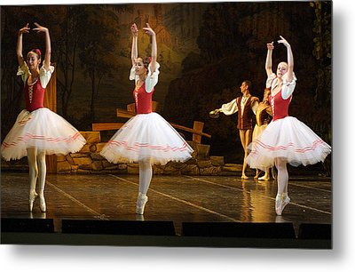 On Point Russian Ballet Metal Print by Linda Phelps